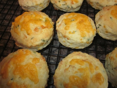 Cheese & chive scones_5771