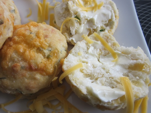 Cheese & chive scones_5810