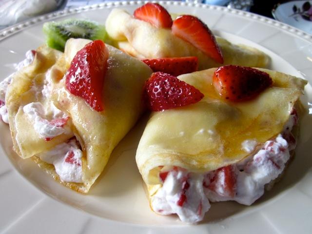 Crepe with Strawberries & Cream_9328