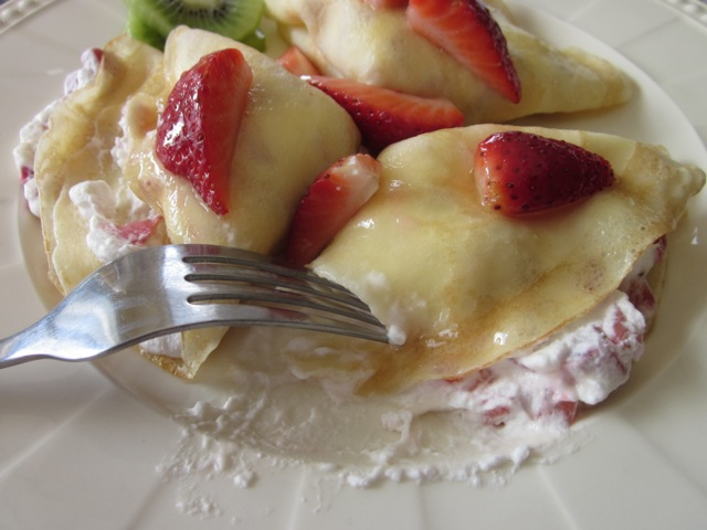 Crepe with Strawberries & Cream_9330