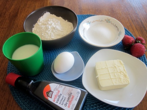 Buttermilk Scones with Strawberries & Cream_2480