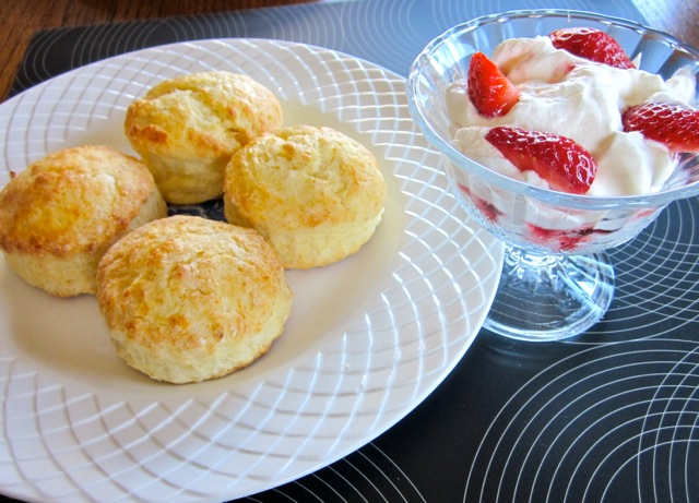 Buttermilk Scones with Strawberries & Cream_8945_2