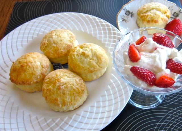 Buttermilk Scones with Strawberries & Cream_8947_2