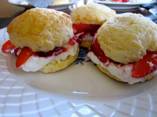 Buttermilk Scones with Strawberries & Cream_8953