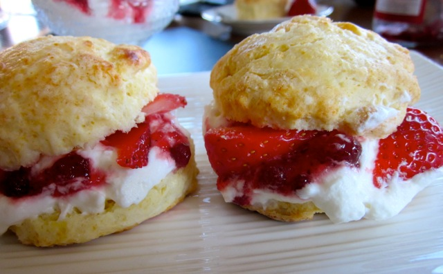 Buttermilk Scones with Strawberries & Cream_8958_2