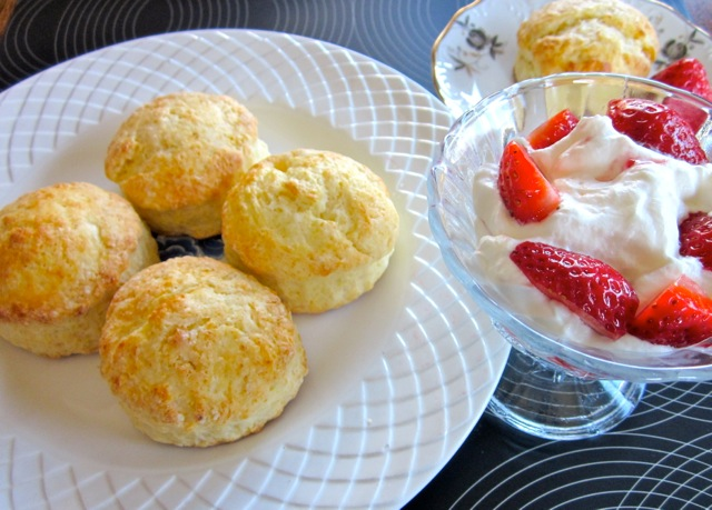 Buttermilk Scones with Strawberries & Cream_8948_4