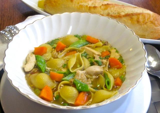Chicken-Pasta Soup With Sugar Snap Peas_1545