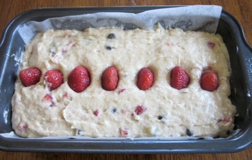 Banana Strawberry Bread with Chocolate Chips myfavouritepastime.com_5508