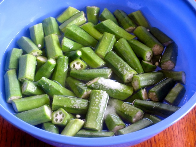 ... Soak cut okra for 30 minutes. Drain and rinse thoroughly, set aside