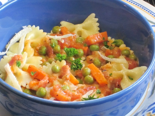Pasta with Tomatoes and Peas myfavouritepastime.com_4907