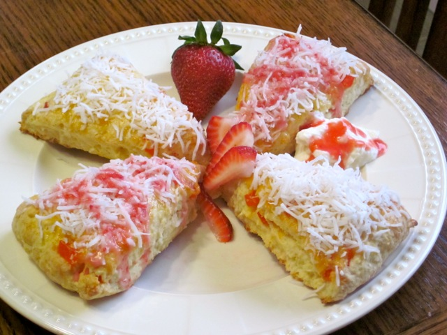Coconut Papaya Scones with Strawberries myfavouritepastime.com_5027