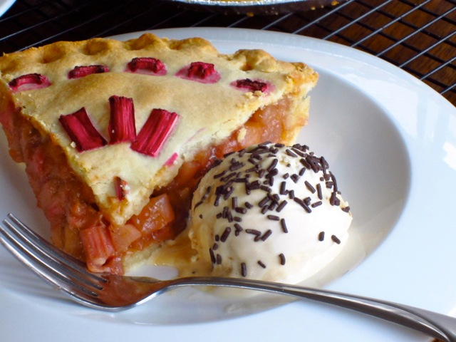 Rhubarb Apple Pear Pie myfavouritepastime.com_6193