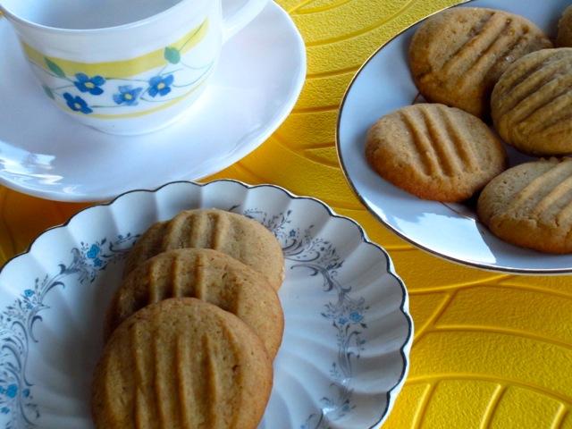 Golden Honey Biscuits myfavouritepastime.com_6363