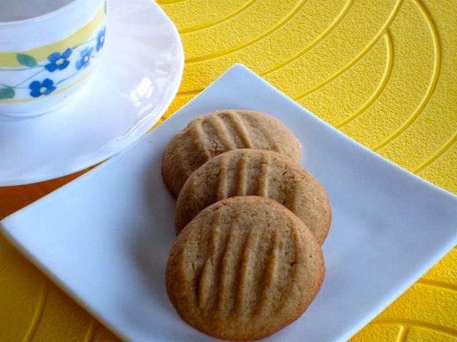 Golden Honey Biscuits myfavouritepastime.com_6378
