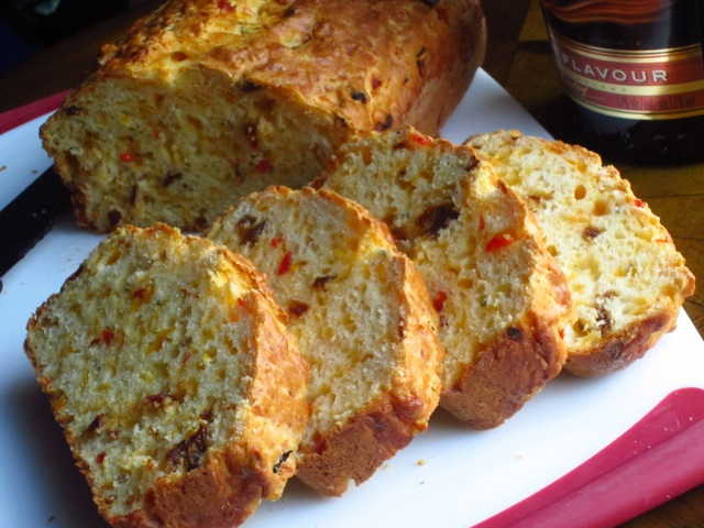 Easy Cheese Bread with Sun-dried Tomato and Capsicum myfavouritepastime.com_7134