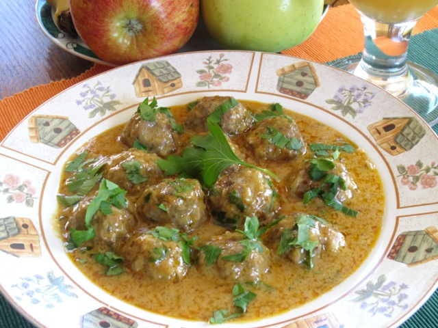 Meatballs in Nutty Coconut Curry myfavouritepastime.com_8592
