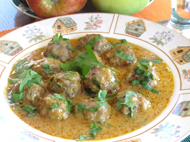 Meatballs in Nutty Coconut Curry myfavouritepastime.com_8599