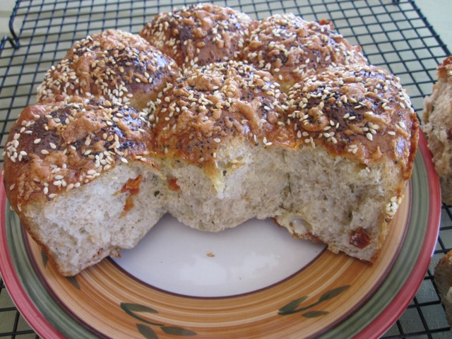 Cheese, Basil and Sun-dried Tomato Bread myfavouritepastime.com_0101_2