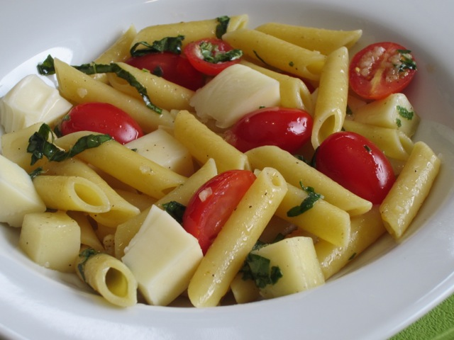 Penne with Tomatoes and Mozzarella myfavouritepastime.com_1539