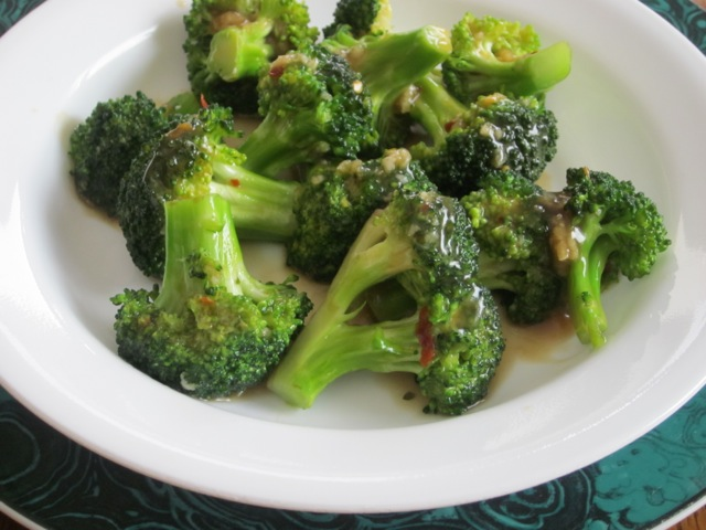 Spicy Broccoli with Garlic Sauce myfavouritepastime.com _0913