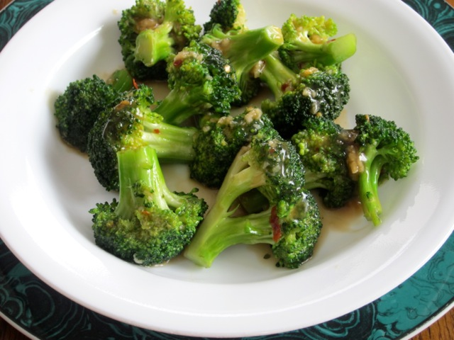 Spicy Broccoli with Garlic Sauce myfavouritepastime.com _0914