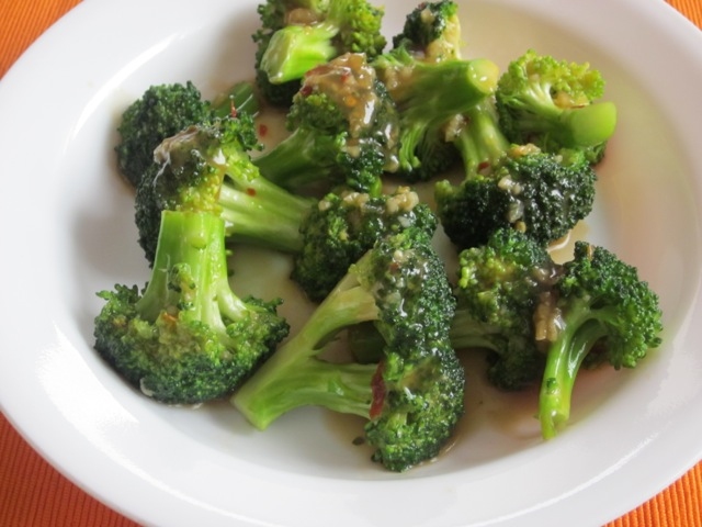 Spicy Broccoli with Garlic Sauce myfavouritepastime.com _0919