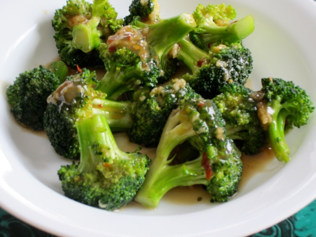 Spicy Broccoli with Garlic Sauce myfavouritepastime.com _1601