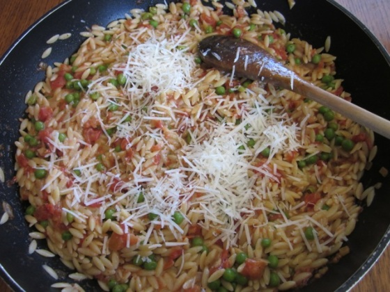 Orzo with Tomato and Peas myfavouritepastime.com_1653