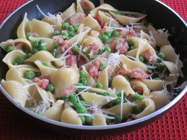 Pasta with Bacon and Peas myfavouritepastime.com_1569
