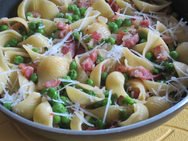 Pasta with Bacon and Peas myfavouritepastime.com_1799
