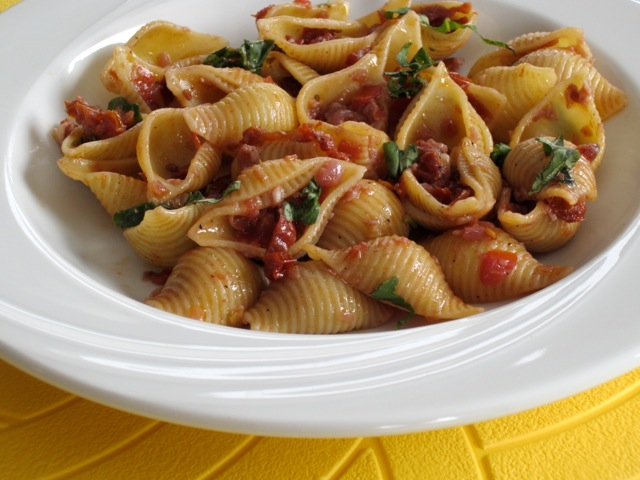 Pasta with Sun-dried Tomatoes and Red Wine myfavouritepastime.com_1514