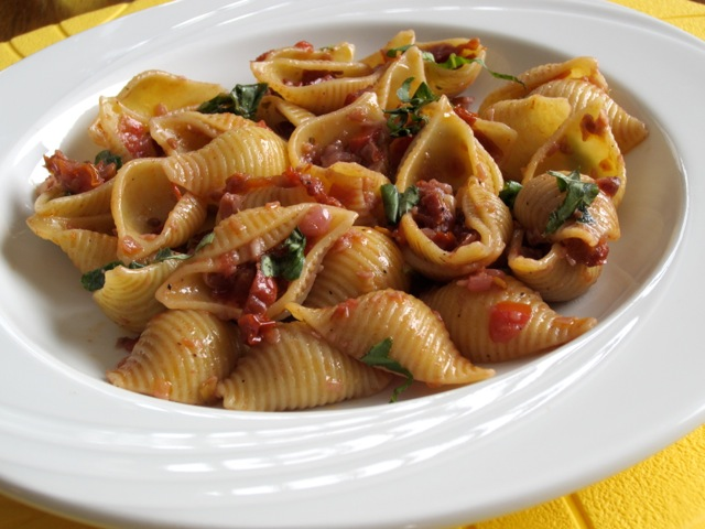 Pasta with Sun-dried Tomatoes and Red Wine myfavouritepastime.com_1516