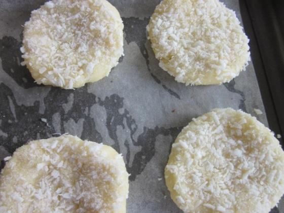 Crisp Coconut Biscuits myfavouritepastime.com_9395