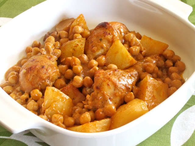 Roasted Chicken with Potatoes and Chickpeas myfavouritepastime.com_3528