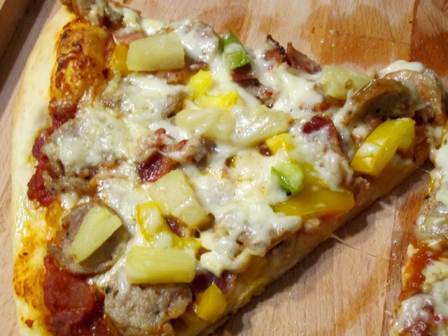 Bacon, Sausage, Pineapple & Pepper Pizza_4713