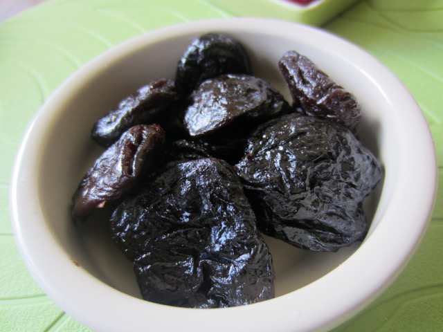 Large Pitted Prunes myfavourtepastime.com