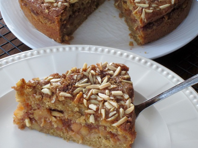 Moist Apple and Spice Cake myfavoutiepastime.com