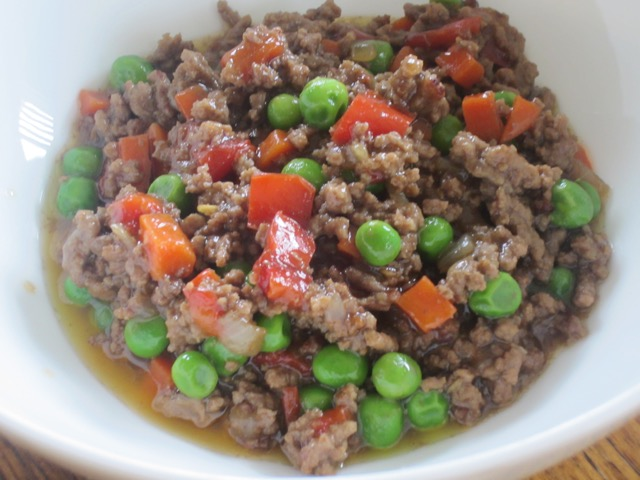 Ground Beef with Capsicum and Peas myfavouritepastime.com