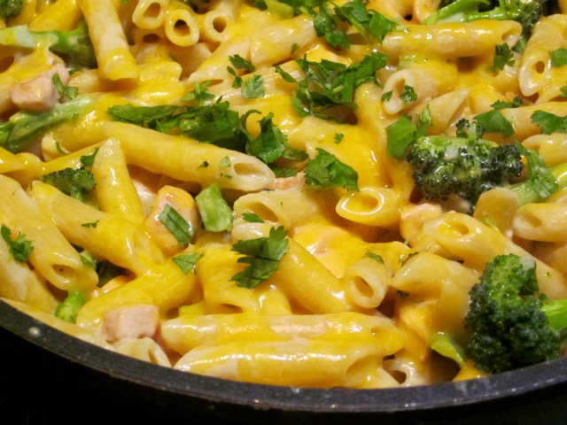 Creamy chicken and Broccoli Pasta myfavouritepastime.com