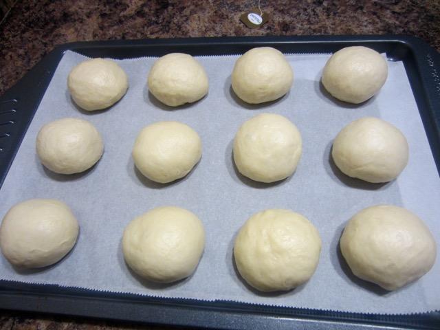 Hokkaido Milk Bread (Soft, Fluffy Asian Buns) myfavouritepastime.com