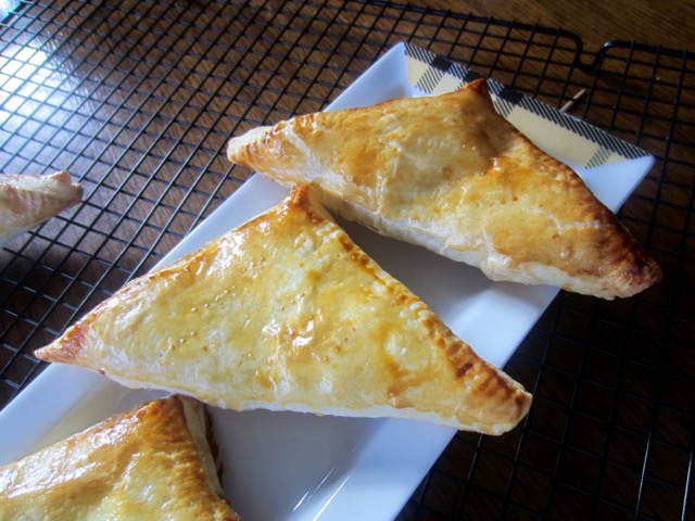 Homemade Apple Turnovers with Puff Pastry myfavouritepastime.com