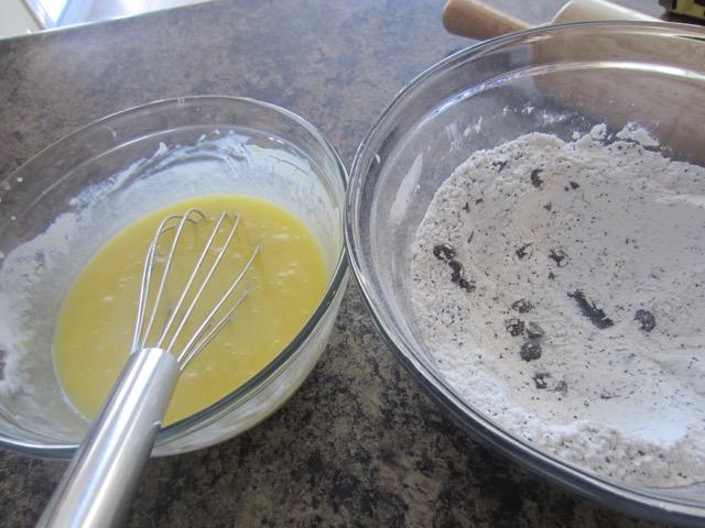 Lemon Poppy Seed Chocolate Chip Muffins myfavoouritepastime.com