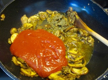 Creamy Tomato and Mushroom Chicken myfavouritepastime.co