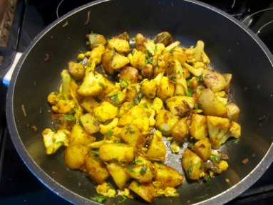 Potato and Cauliflower Stir-Fry (Aloo Gobi) myfavouritepastime.com