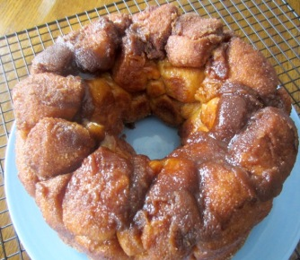 Homemade Cinnamon and Caramel Monkey Bread myfavouritepastime.com